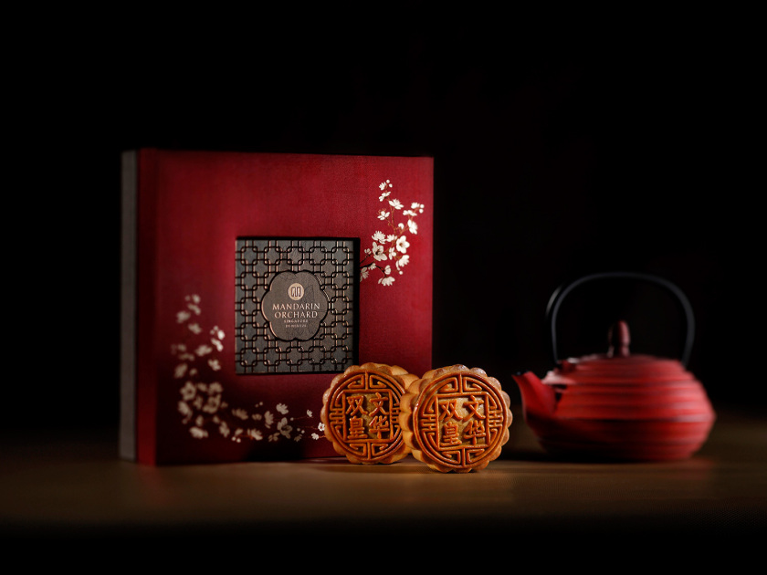mandarin-orchard-baked-mooncake-with-double-yolk-and-white-lotus-paste
