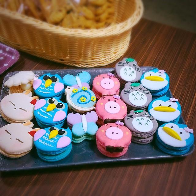 cartoon customisable macarons 8