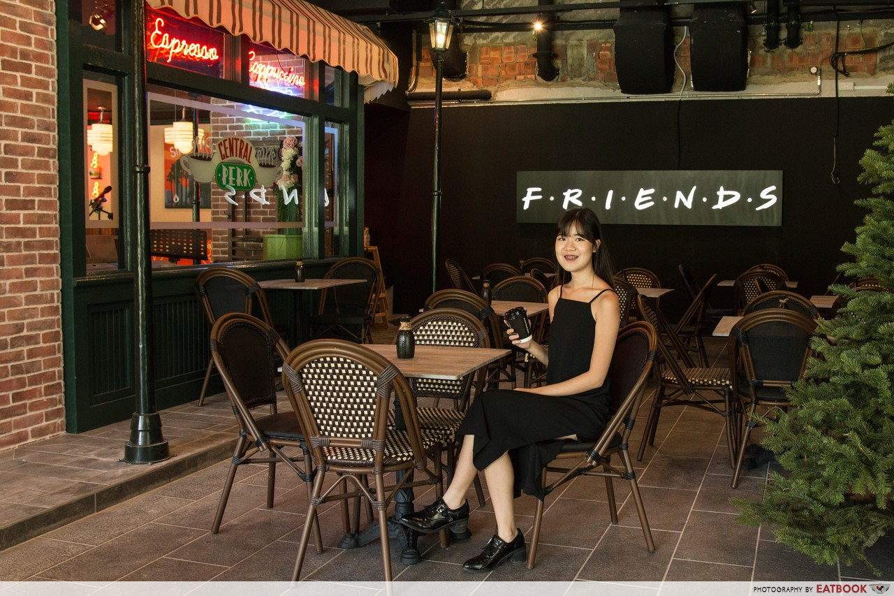 central perk review first f r i e n d s cafe in asia opens at clarke quay. Black Bedroom Furniture Sets. Home Design Ideas