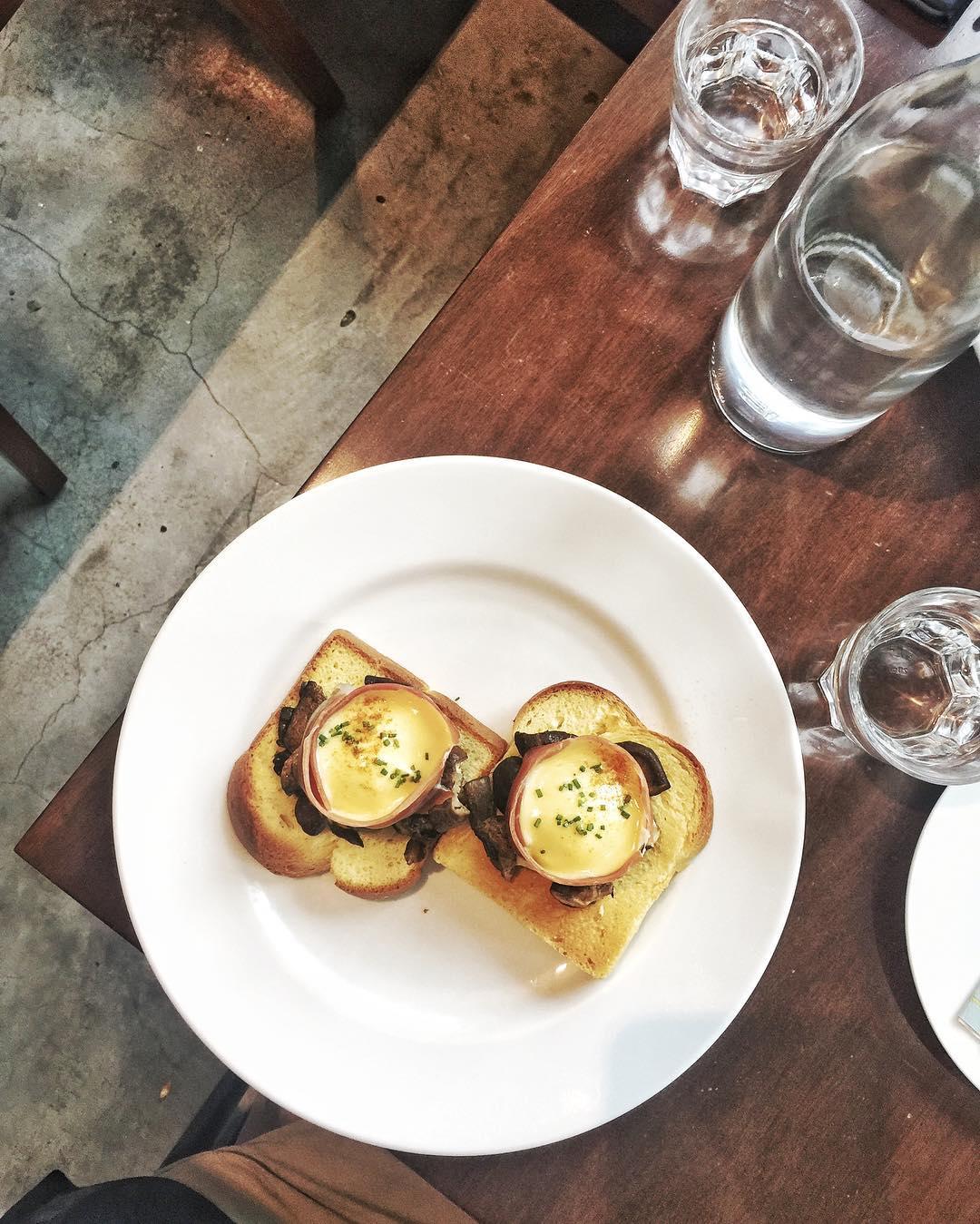 unique-eggs-benedict-1