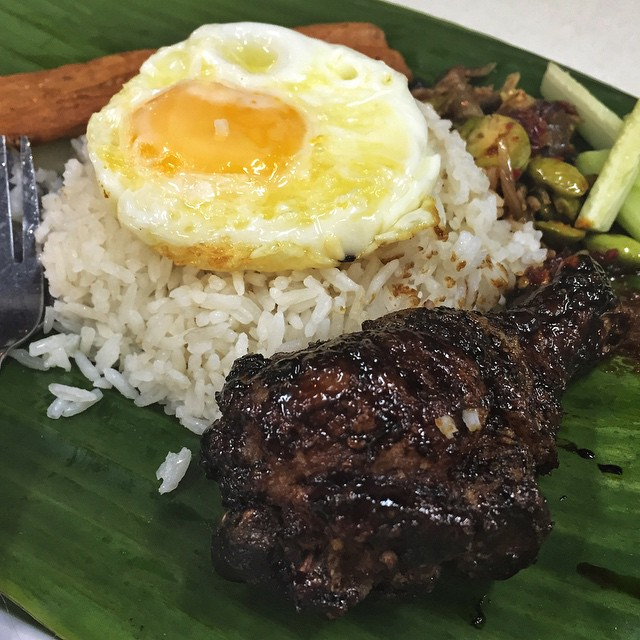 cheap-and-good-nasi-lemak-singapore-1