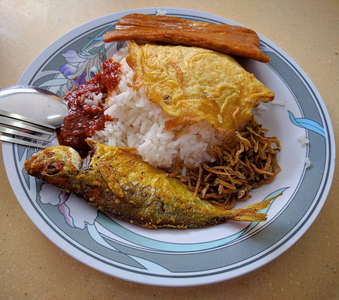 cheap-and-good-nasi-lemak-singapore-9