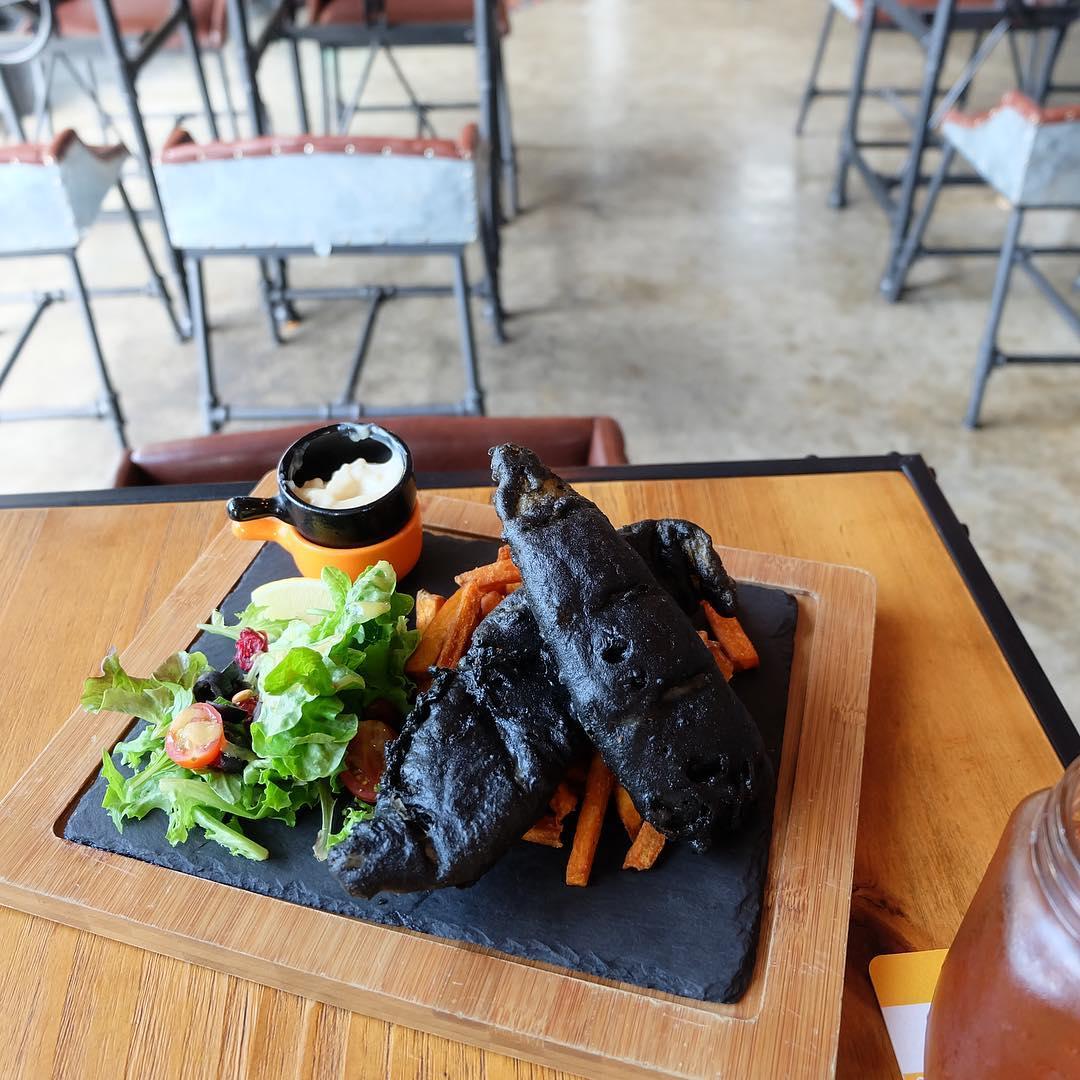 black-food-10