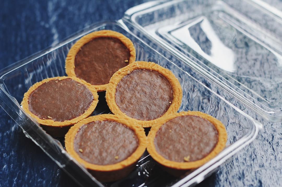 dona manis - chocolate tarts