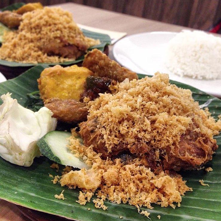 budget halal food - ayam penyet ria