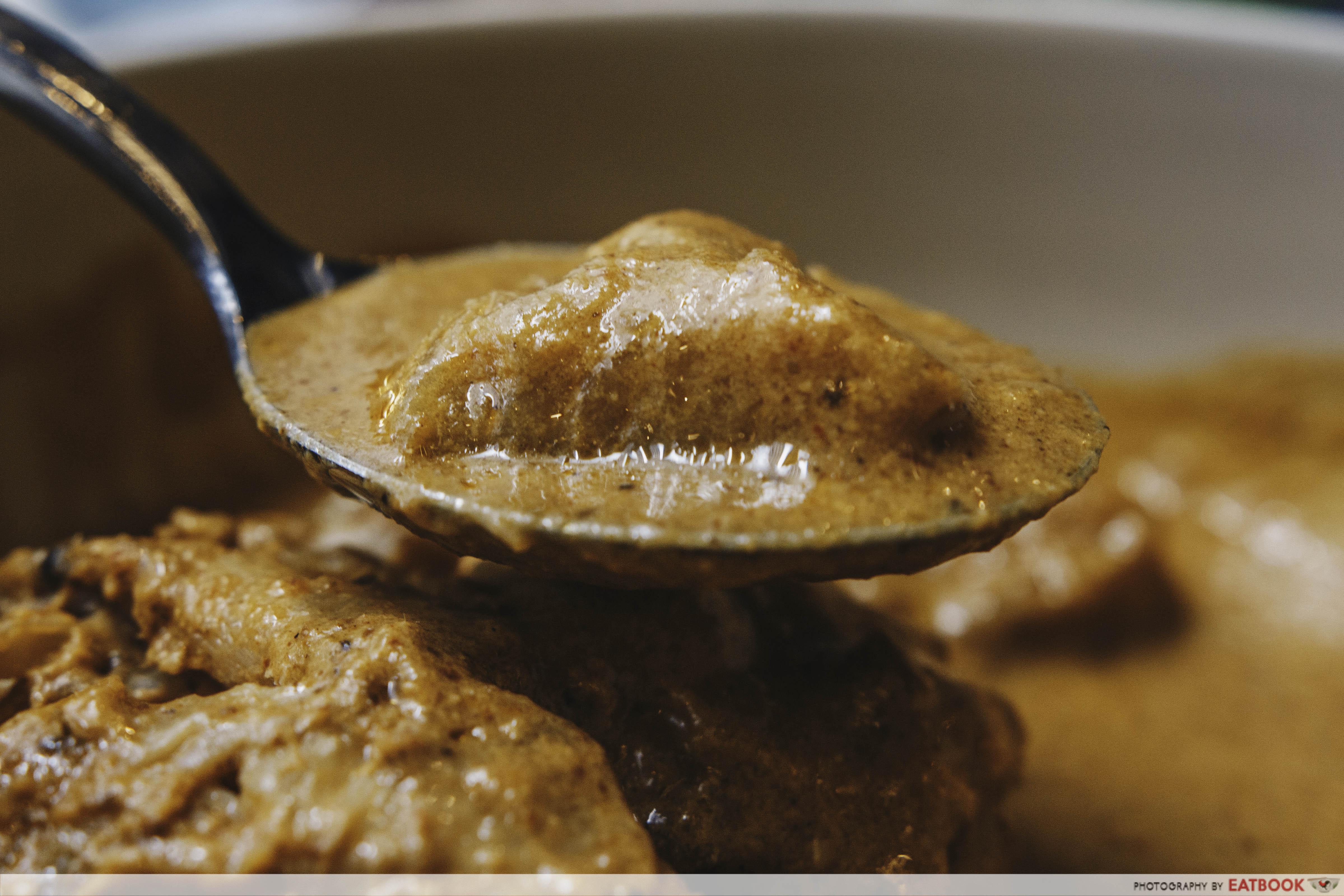 Som Tam - Massaman Curry With Roti Spoon Shot