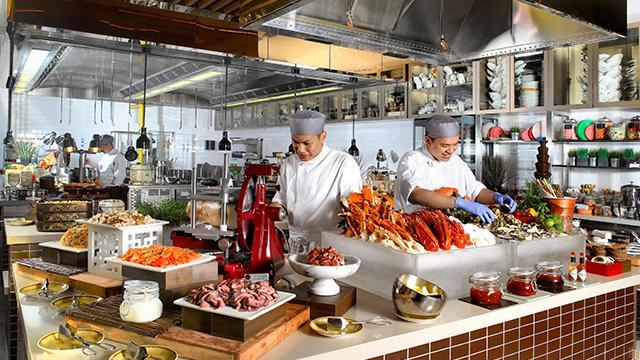 hotel seafood buffet - escape one farrer