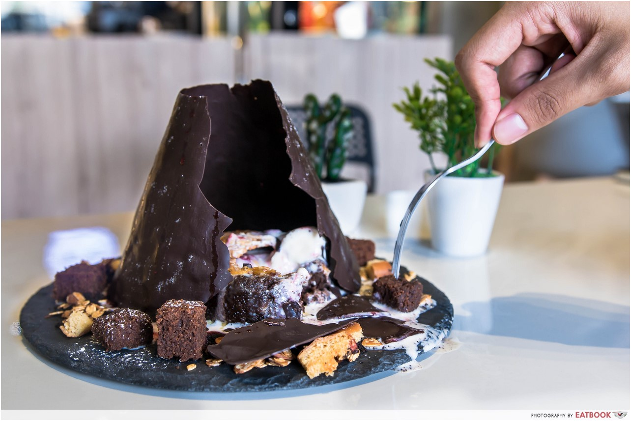 Chocolate Lava Crunch Cake Review
