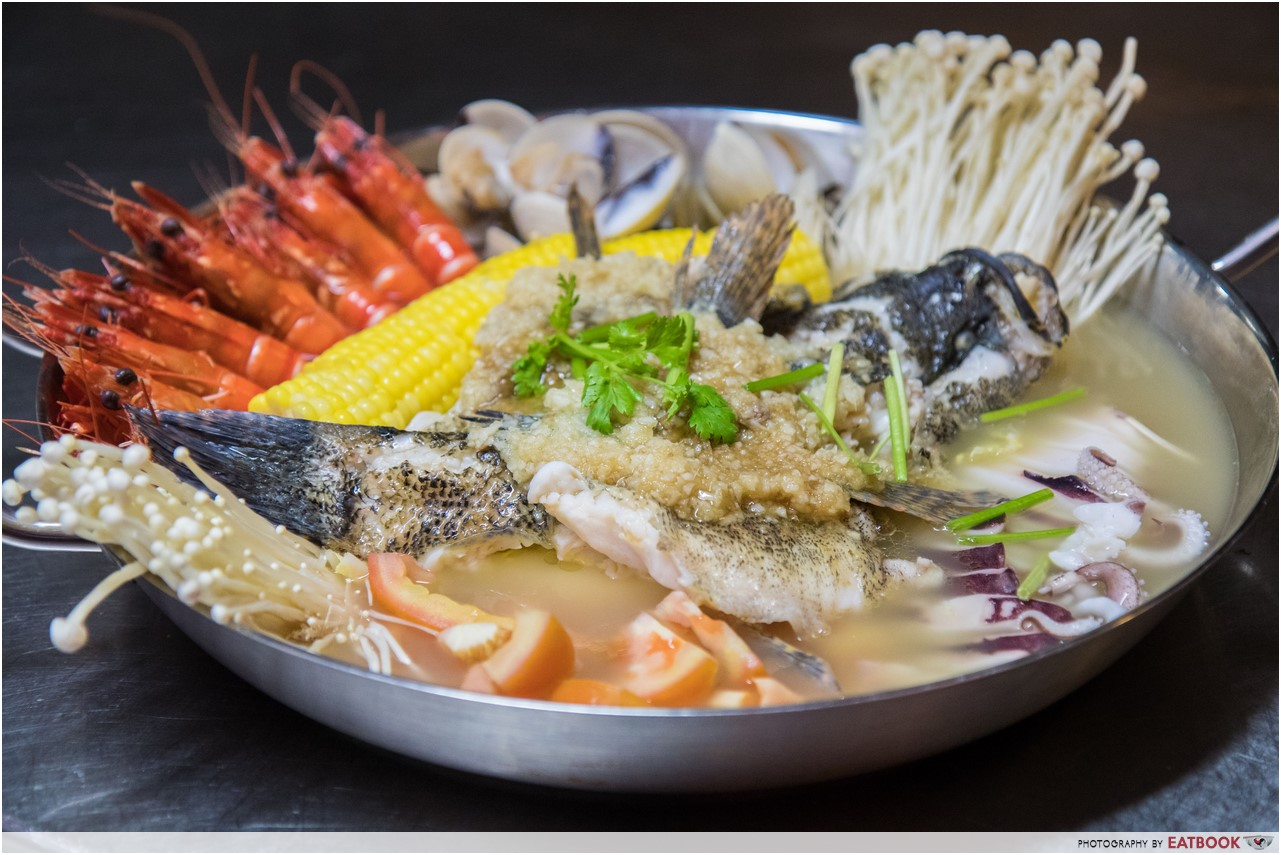 Giant seafood dishes - Long Jiang