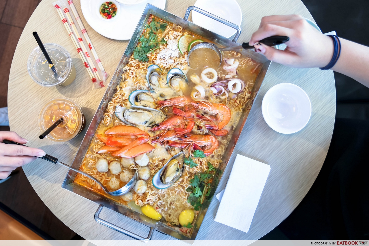 Giant seafood dishes - Thai Super Bowl