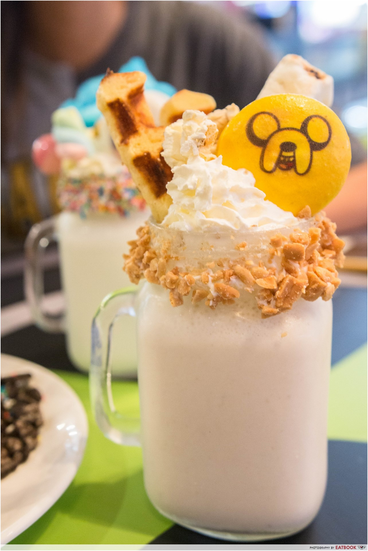 cartoon network cafe - banana milkshake