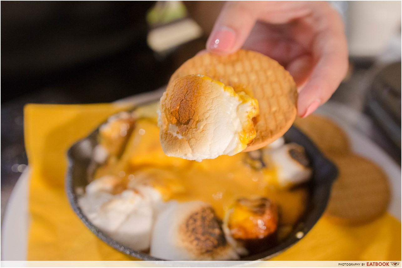 Minions Cafe review - S'more & Minion's Ice Cream Close Up