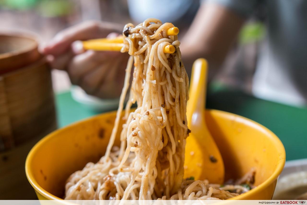 You peng- zha jiang mian noodles
