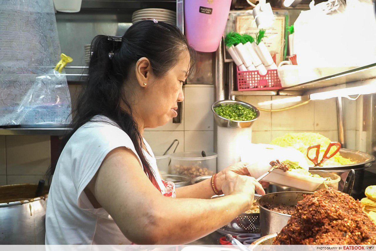 Jia Xiang Mee Siam - Aunty Packing Food