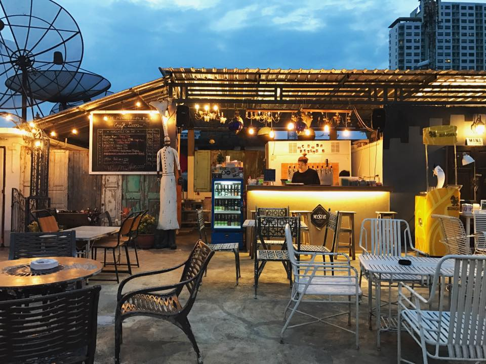 bangkok restaurants Dok Kaew House Bar