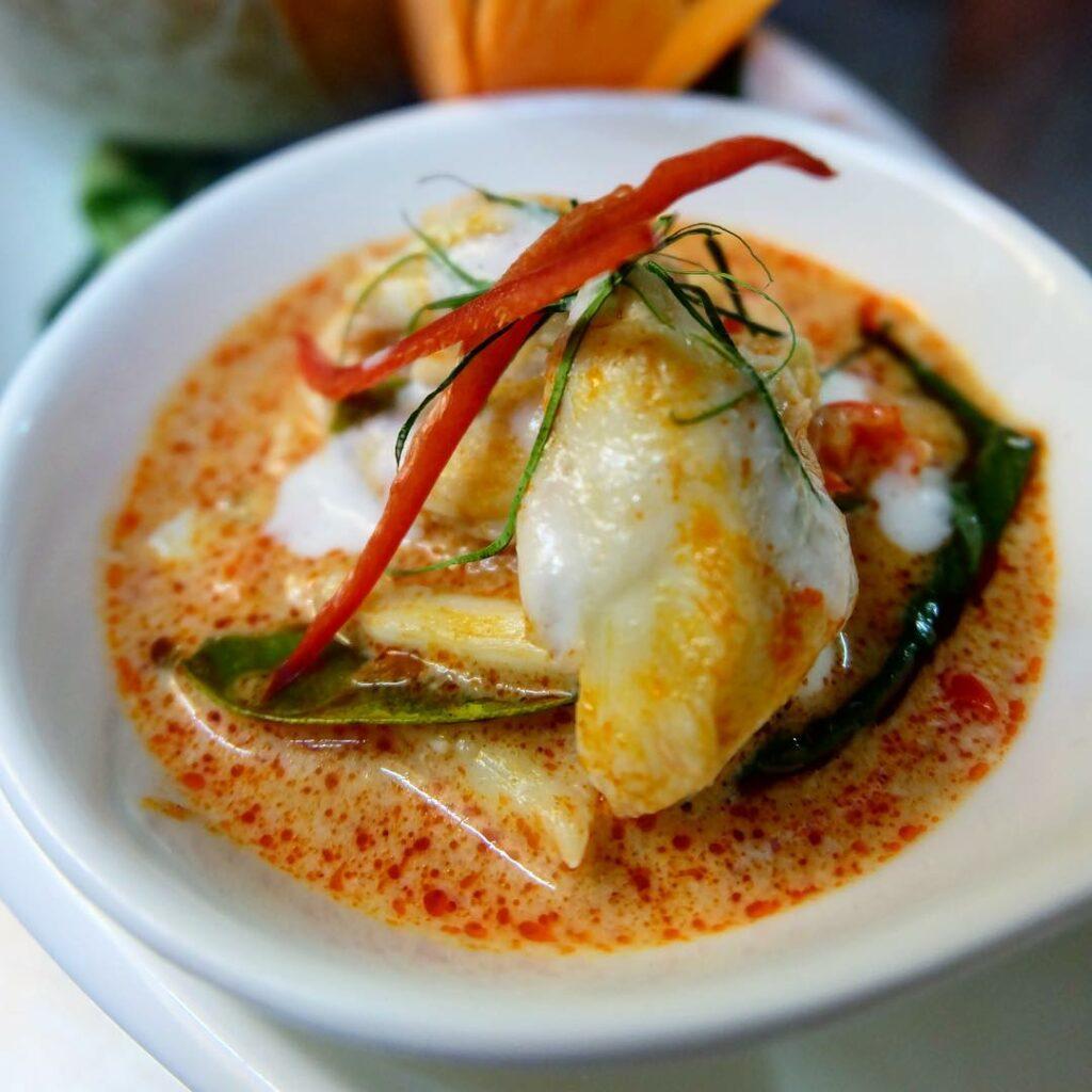 bangkok restaurants blue elephant curry