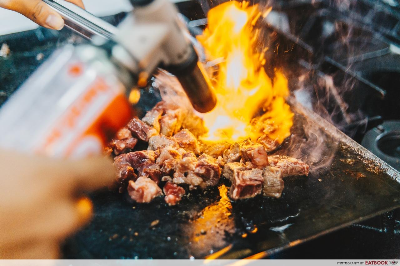 Huoyanshaiziniu - flaming beef cubes taiwan