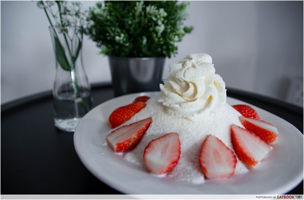 Pluseighttwo - strawberry bingsu