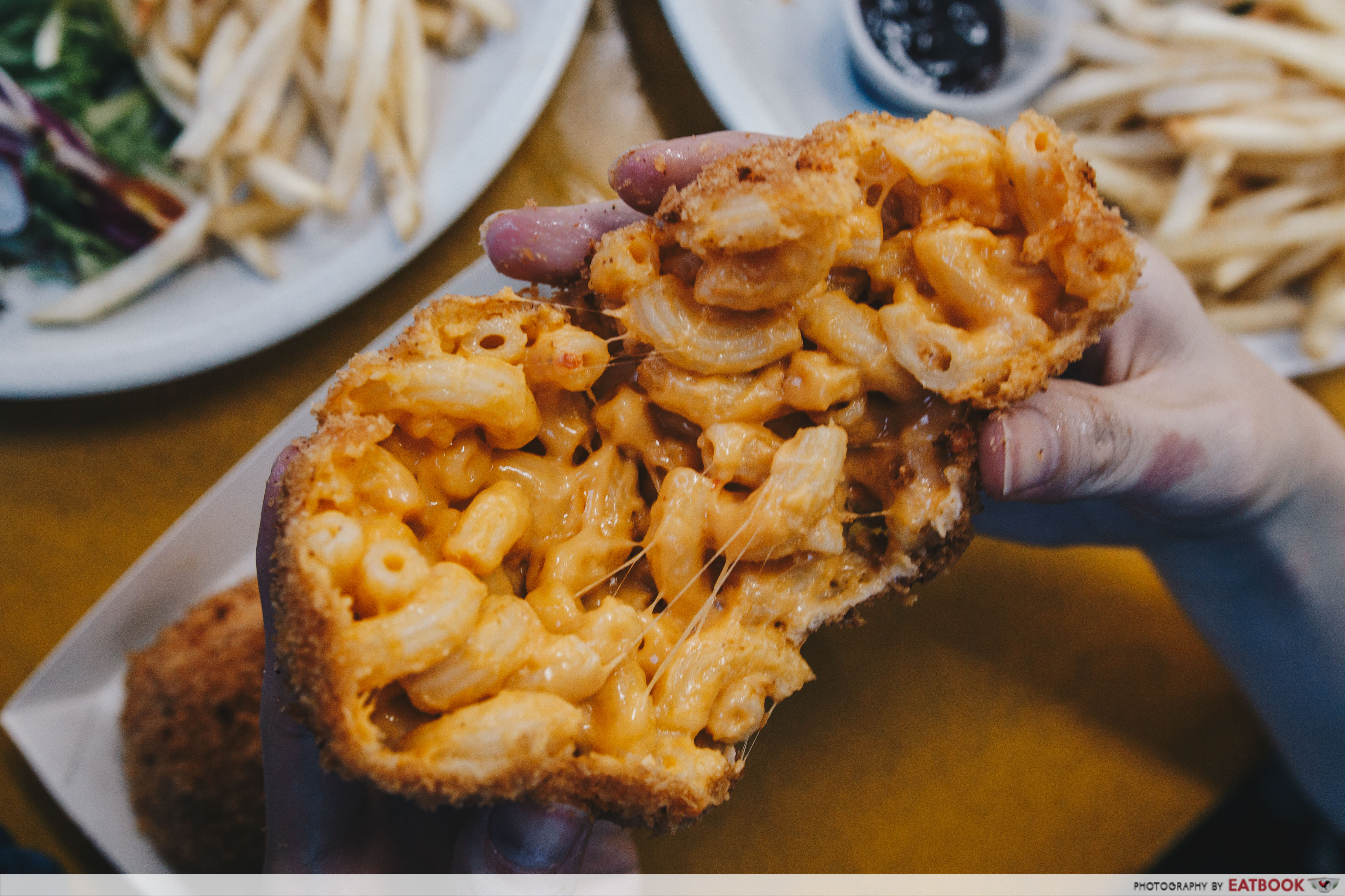 Fat Monkeys Singapore- mac and cheese cross section