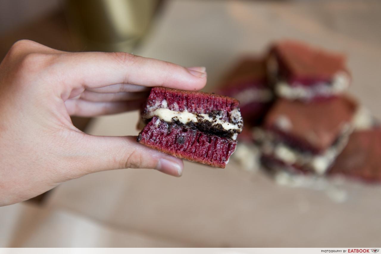Terang Bulan - Red Velvet Oreo Cream Cheese close up