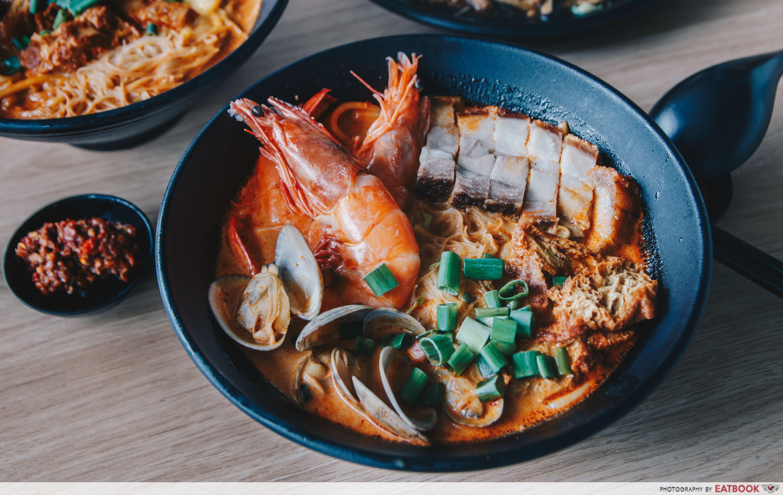 Yaps Noodles - Curry Seafood Roasted Pork Noodles