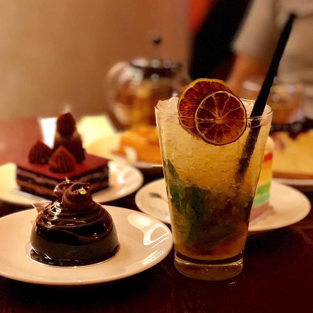 champagne brunch buffet - hilton