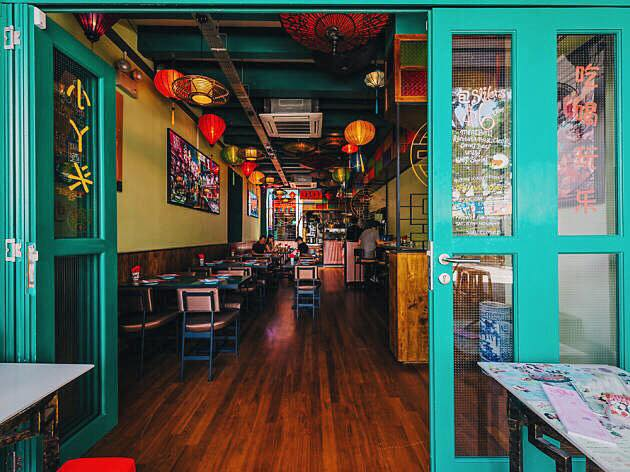 old-school cafes xiao ya tou ambience