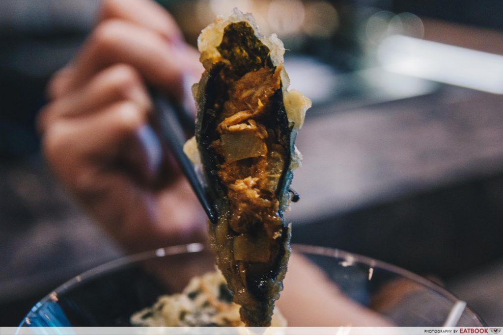 RAKUYA-curry puff close up