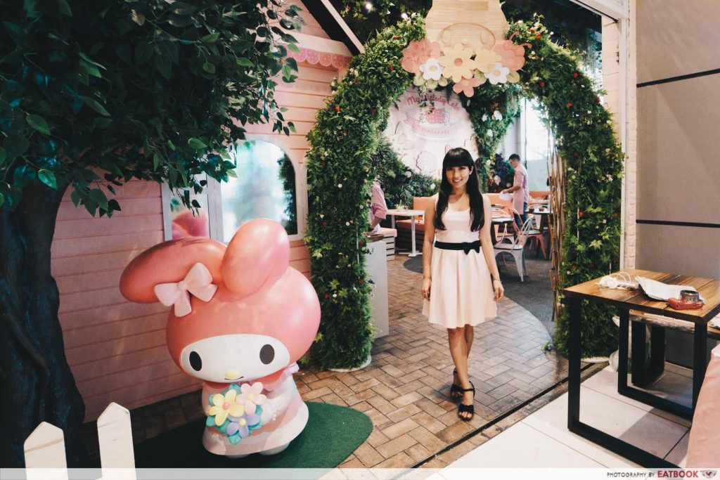 My Melody Cafe - doorway