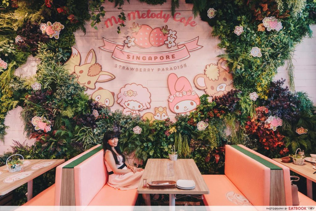 My Melody Cafe - tables