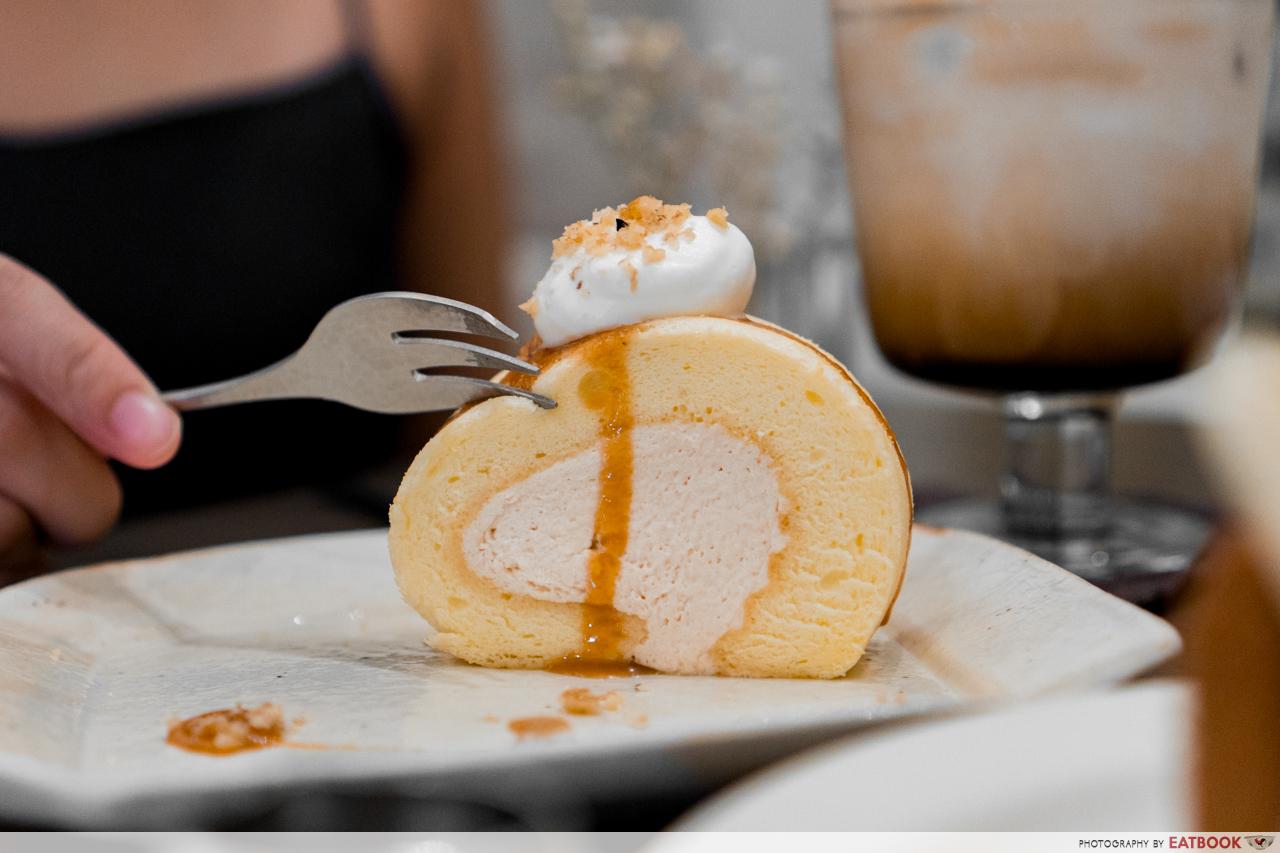 Katasumi Koohii - Salted Caramel Roll Cake Close Up