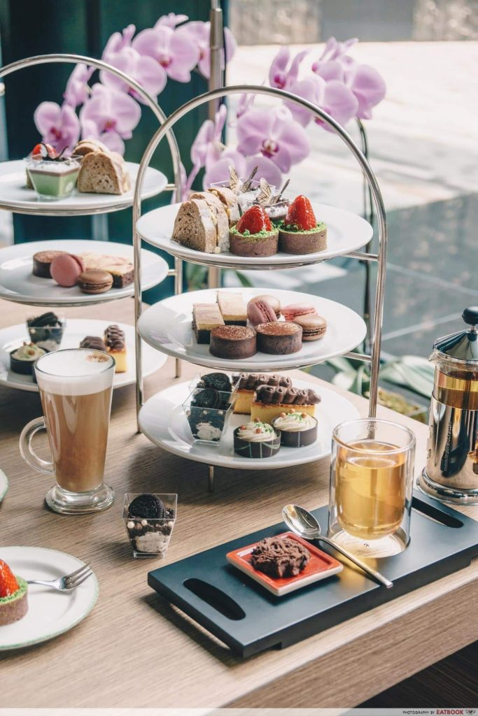 hotels with high tea Crowne Plaza Changi Airport-min