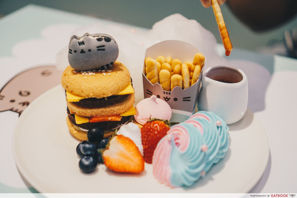 Pusheen Cafe - Fruitcake Burger