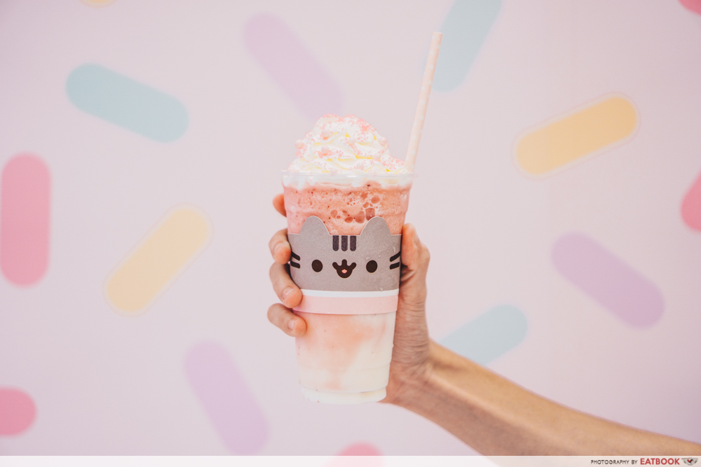 Pusheen Cafe - Strawberry Cheesecake Frappe