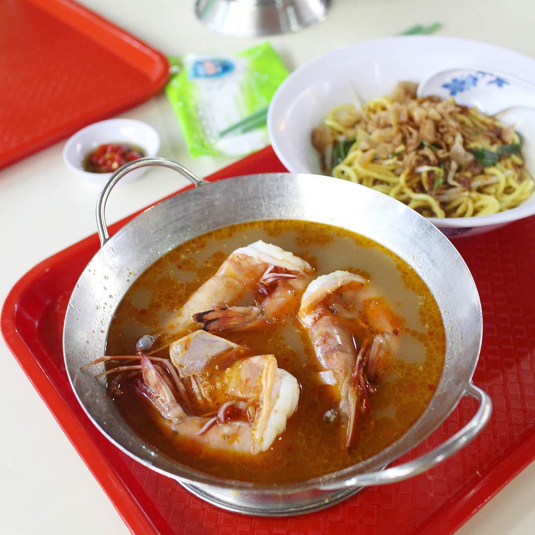 popular hawker stalls wah kee big prawn noodles