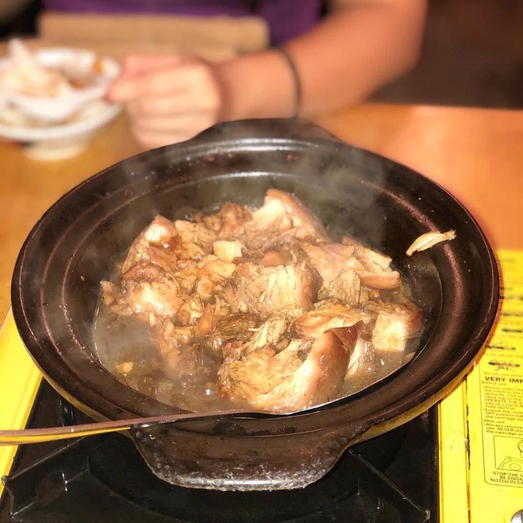 the champ kitchen claypot pork knuckle