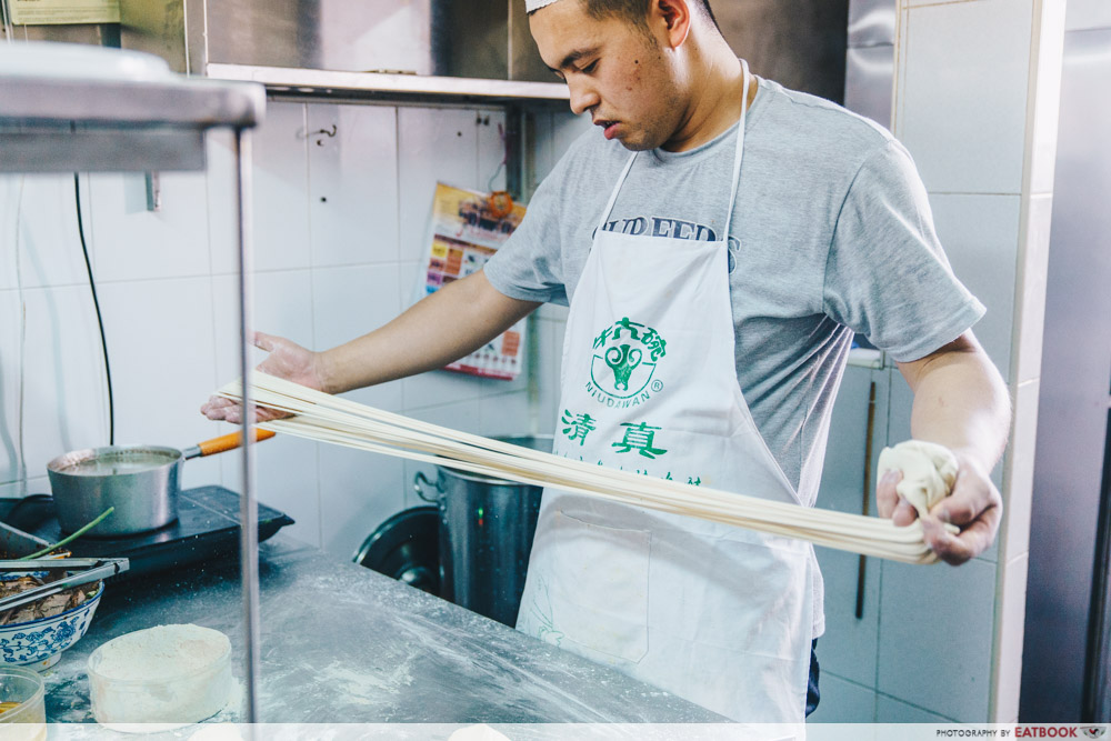 Niu Zou La Mian - making noodles