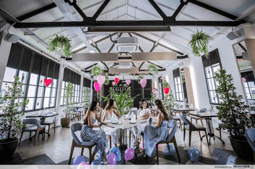 Romantic Restaurant - Botanico At The Garage