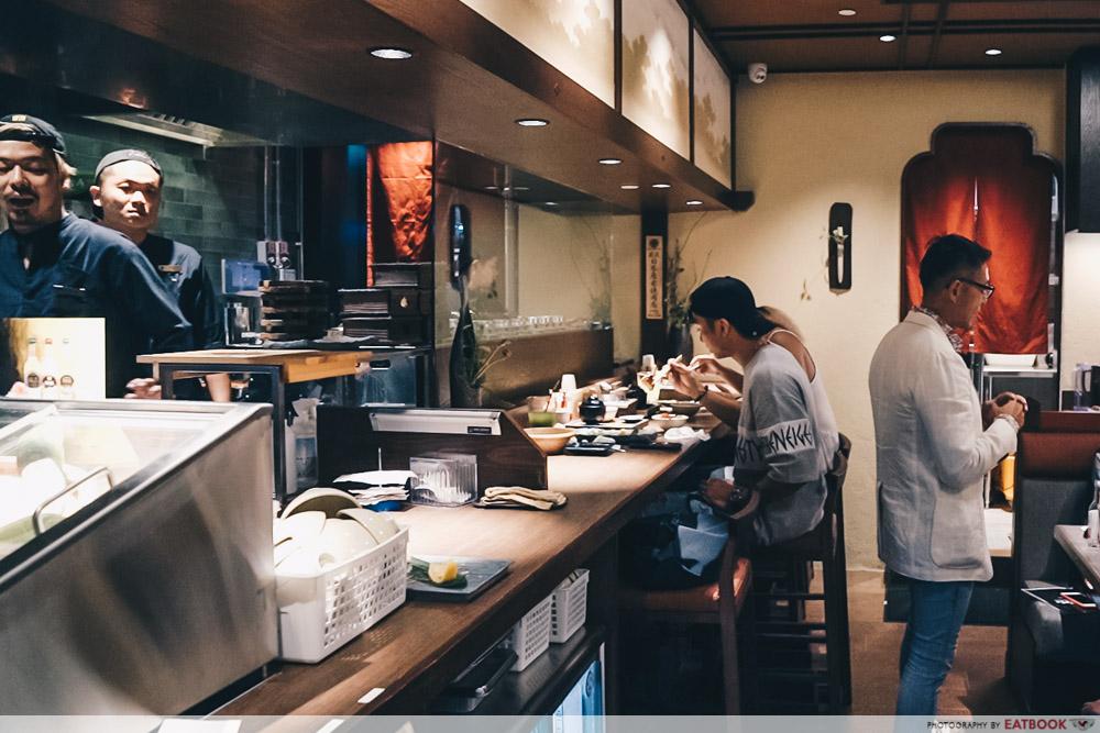 Charcoal-Grill & Salad Bar Keisuke Ambience