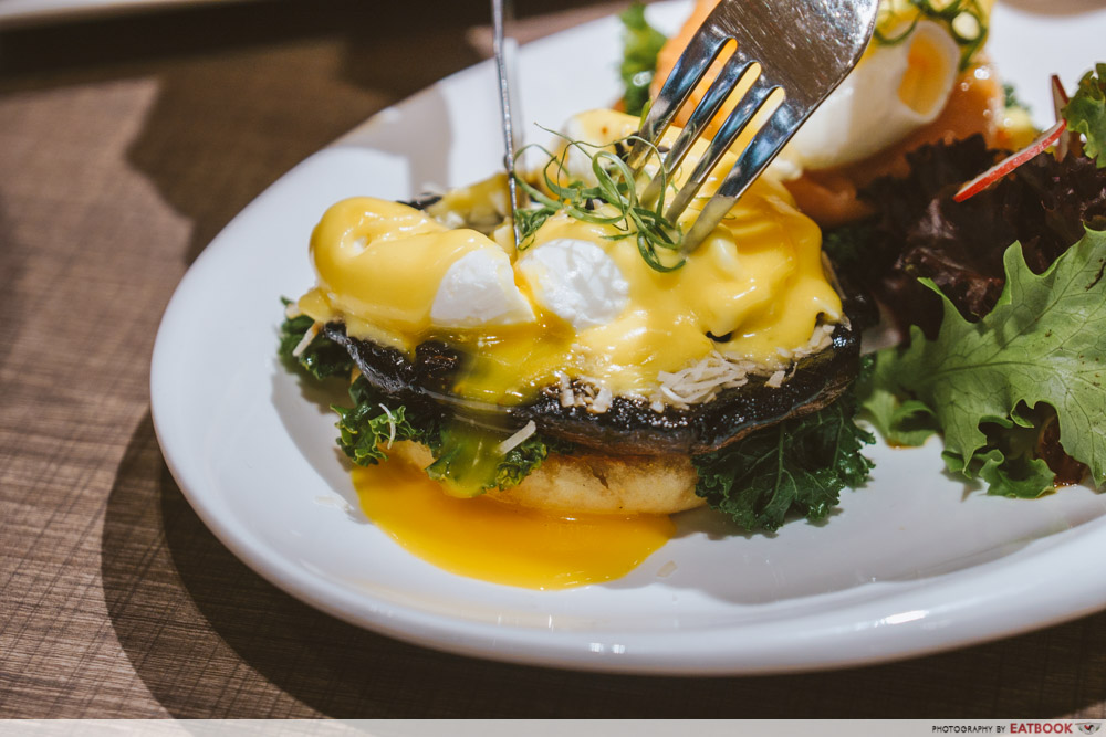 TCC eggs benedict two ways portobello