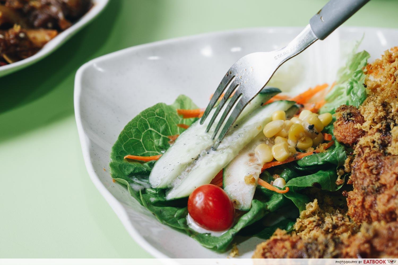rayyan's waroeng upnormal bami goreng cajun spice black pepper beef salad