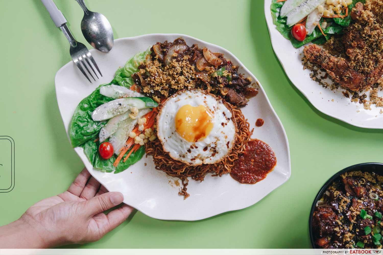 rayyan's waroeng upnormal bami goreng cajun spice black pepper beef