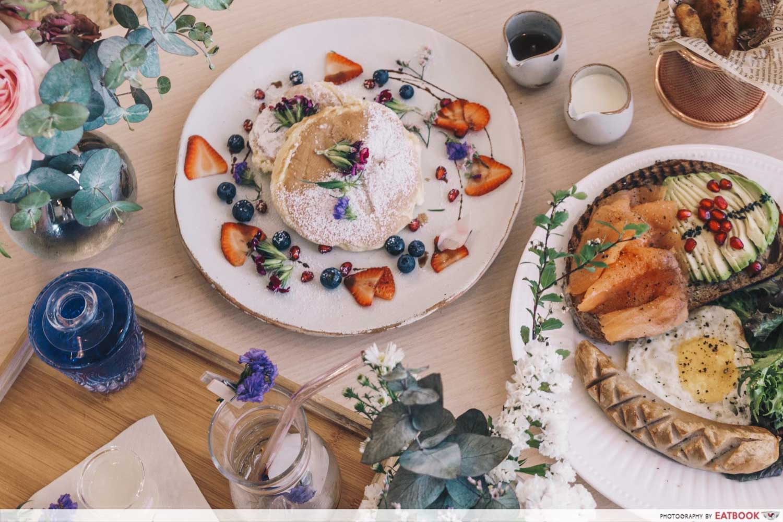 Cafe De Nicole's Flower - Flatlay