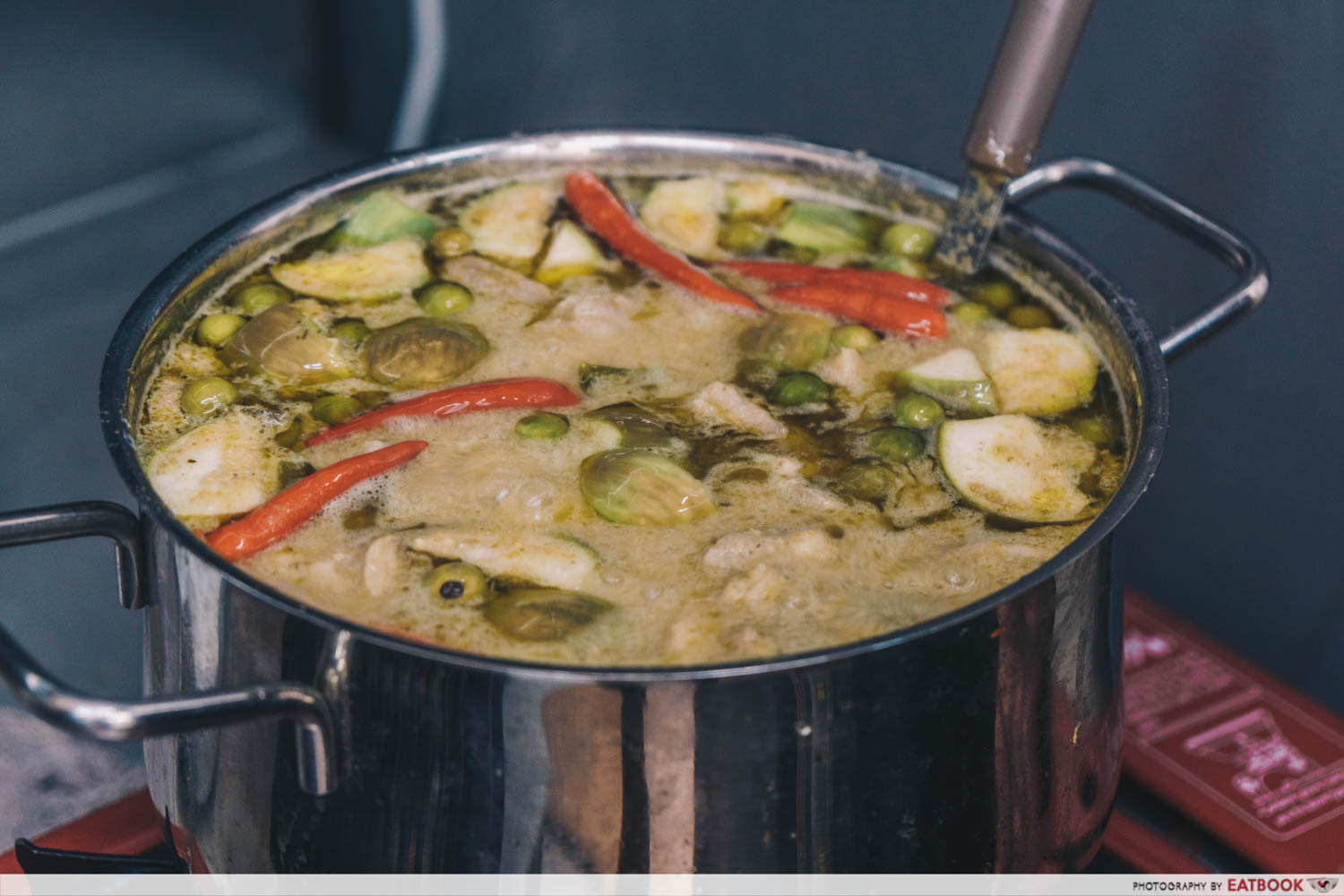 omar's halal thai beef noodles green curry chicken cooking