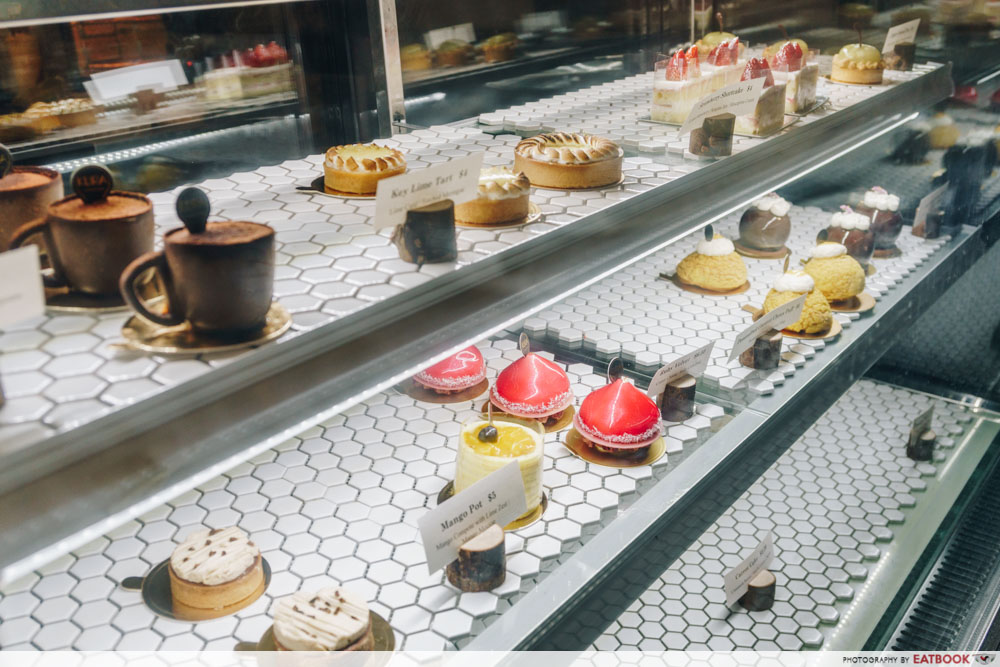 KURA pastry case