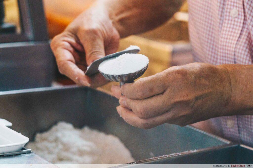 Mr Ho Tutu Kueh scooping