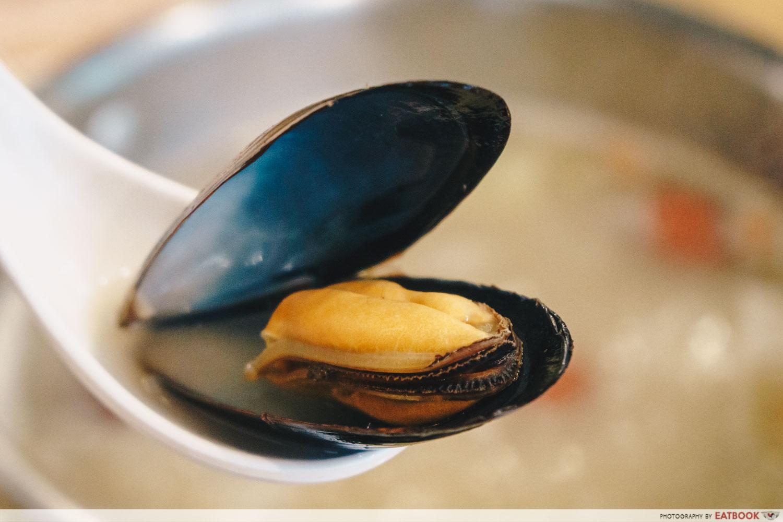 Xiaocaoxiang Steamboat Buffet mussel