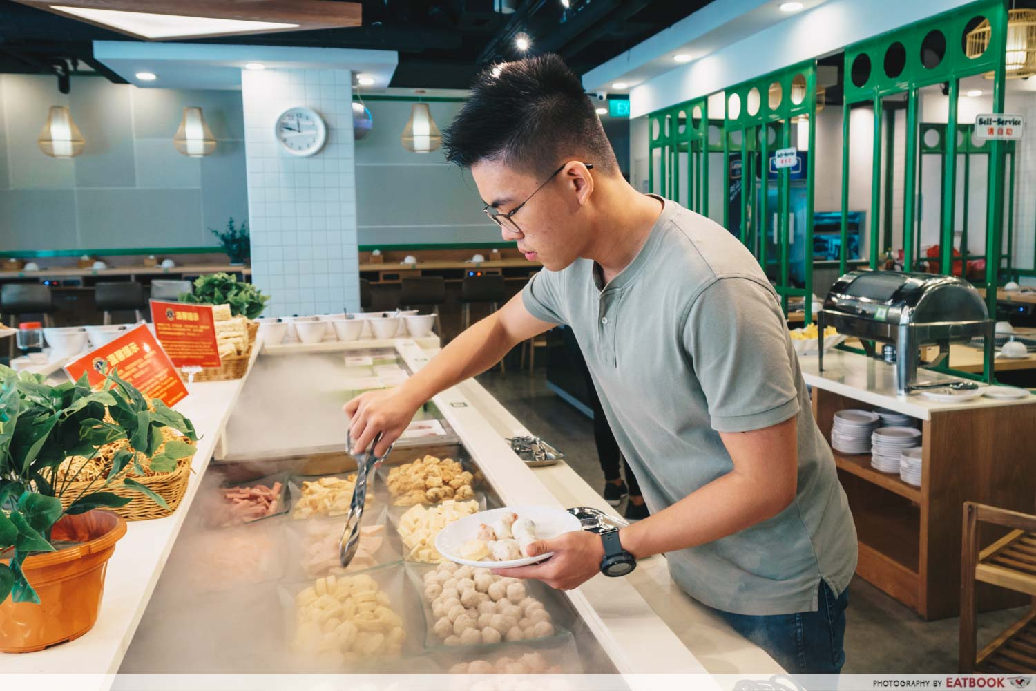 Xiaocaoxiang Steamboat Buffet picking