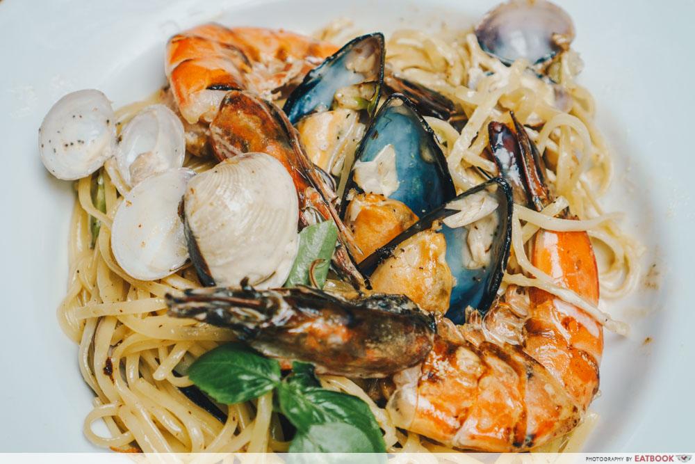kava seafood cream pasta seafood