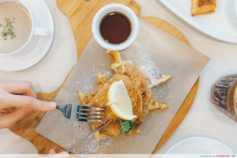 Cluck Cluck - Chicken & waffle